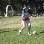 Cadete jugando futbol a ciegas